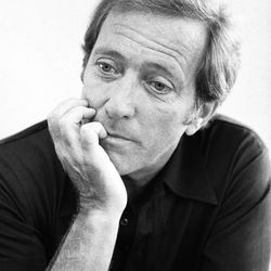 """FILE - This Aug. 30, 1974 file photo shows entertainer Andy Williams in New York.  Williams, who had a string of gold albums and hosted several variety shows and specials such as, """"The Andy Williams Show,"""" died Tuesday, Sept. 25, 2012, at his home in Branson, Missouri, following a yearlong battle with bladder cancer, his Los Angeles-based publicist, Paul Shefrin, said Wednesday. He was 84.  (AP Photo/Jerry Mosey, file)"""