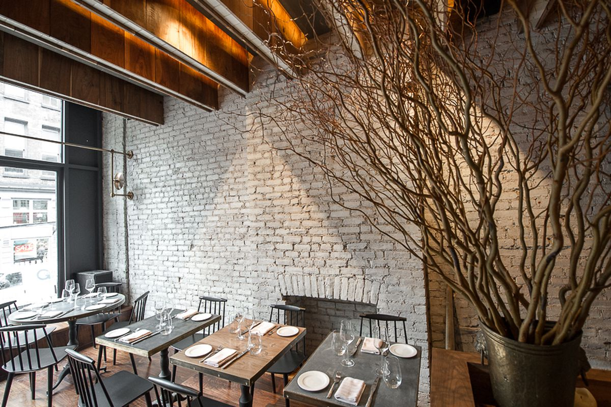 [The upstairs dining room at All'onda in Greenwich Village.  Great place for pasta.]