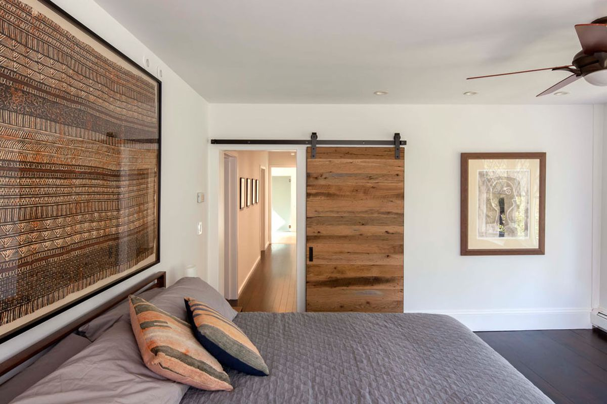 7 barn doors to inspire your modern farmhouse style - Curbed Modern Farm House Door Designs on modern hotel doors, modern garage doors, modern mediterranean doors, modern residential doors, modern cabin doors, modern antique doors, modern kitchen doors, modern mansion doors, modern commercial doors, modern cafe doors, modern transitional doors, modern barn doors, modern school doors, modern apartment doors, modern contemporary doors,