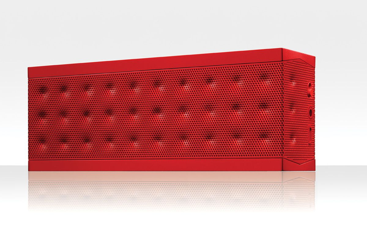 """via <a href=""""http://content.jawbone.com/static/www/product-images/jambox/press/jambox-lowres-004.jpg"""">content.jawbone.com</a>"""