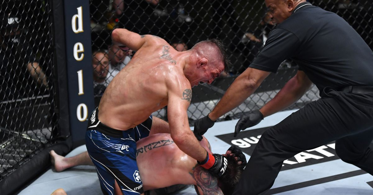 UFC Vegas 32 video: Darren Elkins survives early onslaught, storms back to stop Darrick Minner in second round