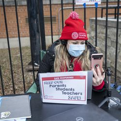 Teacher Katie Osgood speaks with her students during a virtual class outside of Suder elementary in solidarity with pre-K educators forced back into the building at 2022 W Washington Blvd in West Town, Monday, Jan. 11, 2021.