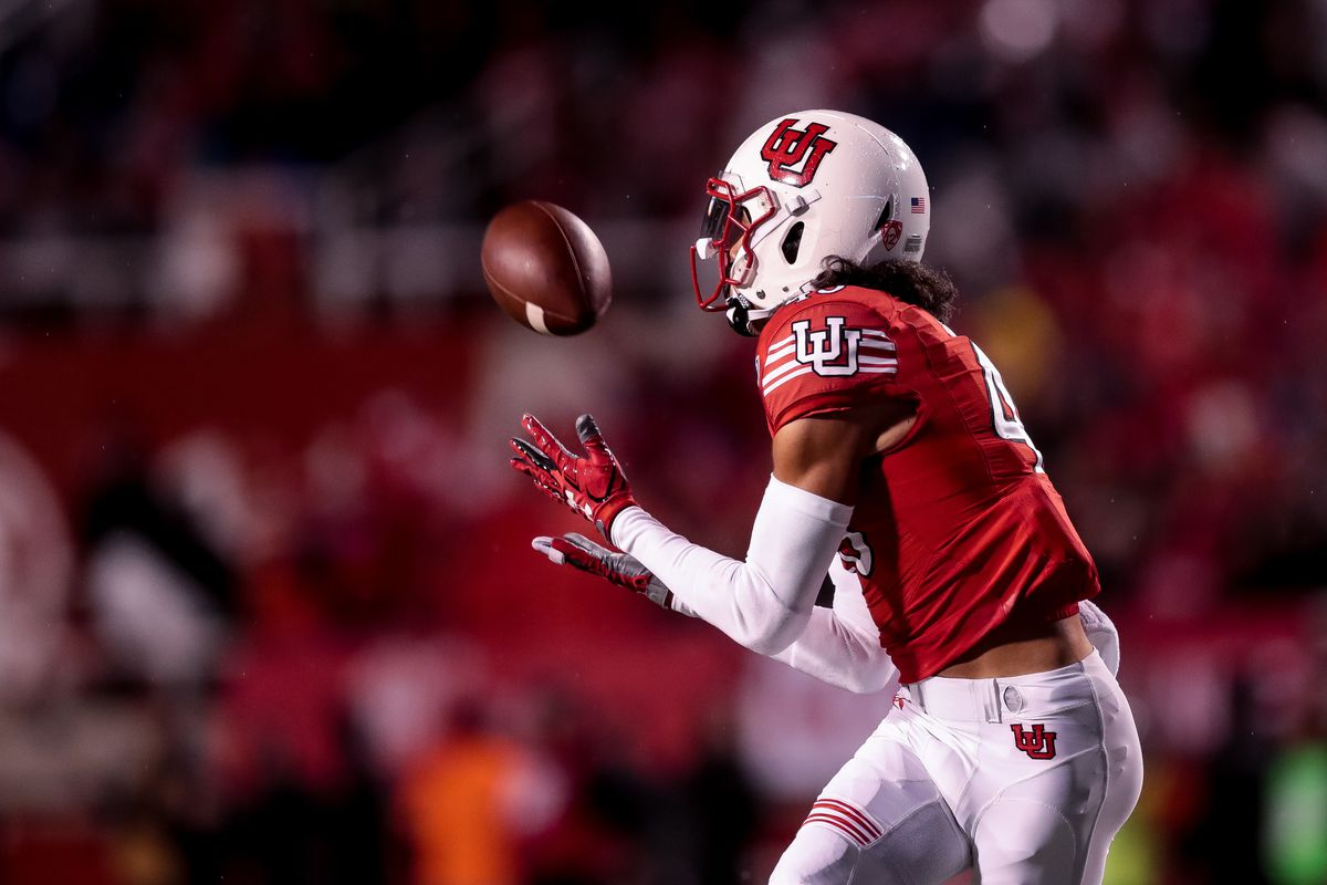 Utah Utes wide receiver Samson Nacua (45) makes the catch on a 52-yard pass from quarterback Tyler Huntley (1), running the ball for a touchdown and putting the Utes up 14-7 over the Washington State Cougars after the PAT, at Rice-Eccles Stadium in Salt Lake City on Saturday, Sept. 28, 2019.