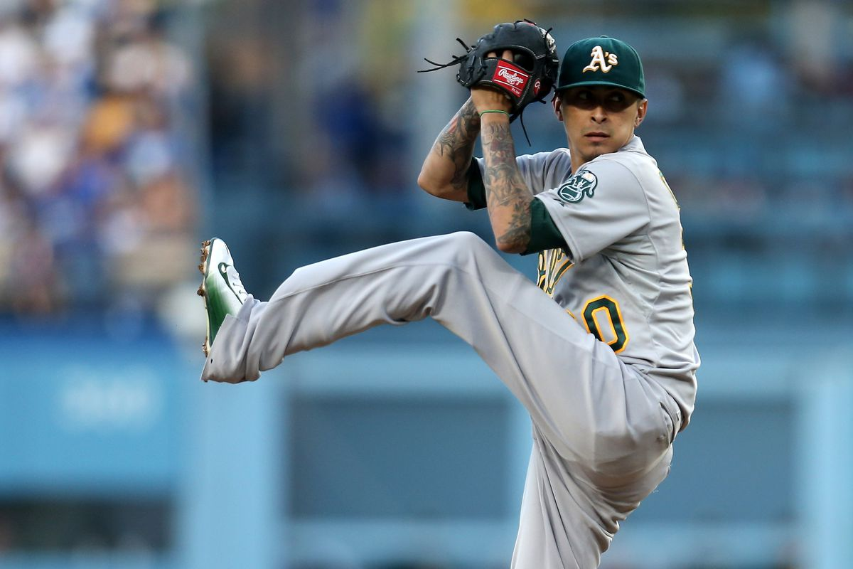 Jesse Chavez pitches for the A's on July 29, 2015 in Dodger Stadium.