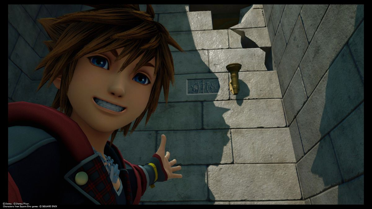Sora posing in front of a wall in Kingdom Hearts 3