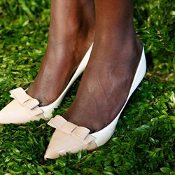 Pretty, bow-bedecked two-tone heels.