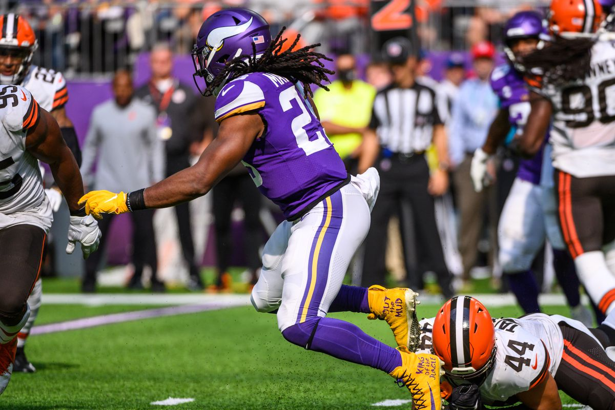 Alexander Mattison #25 of the Minnesota Vikings runs with the ball in the fourth quarter of the game against the Cleveland Browns at U.S. Bank Stadium on October 3, 2021 in Minneapolis, Minnesota.