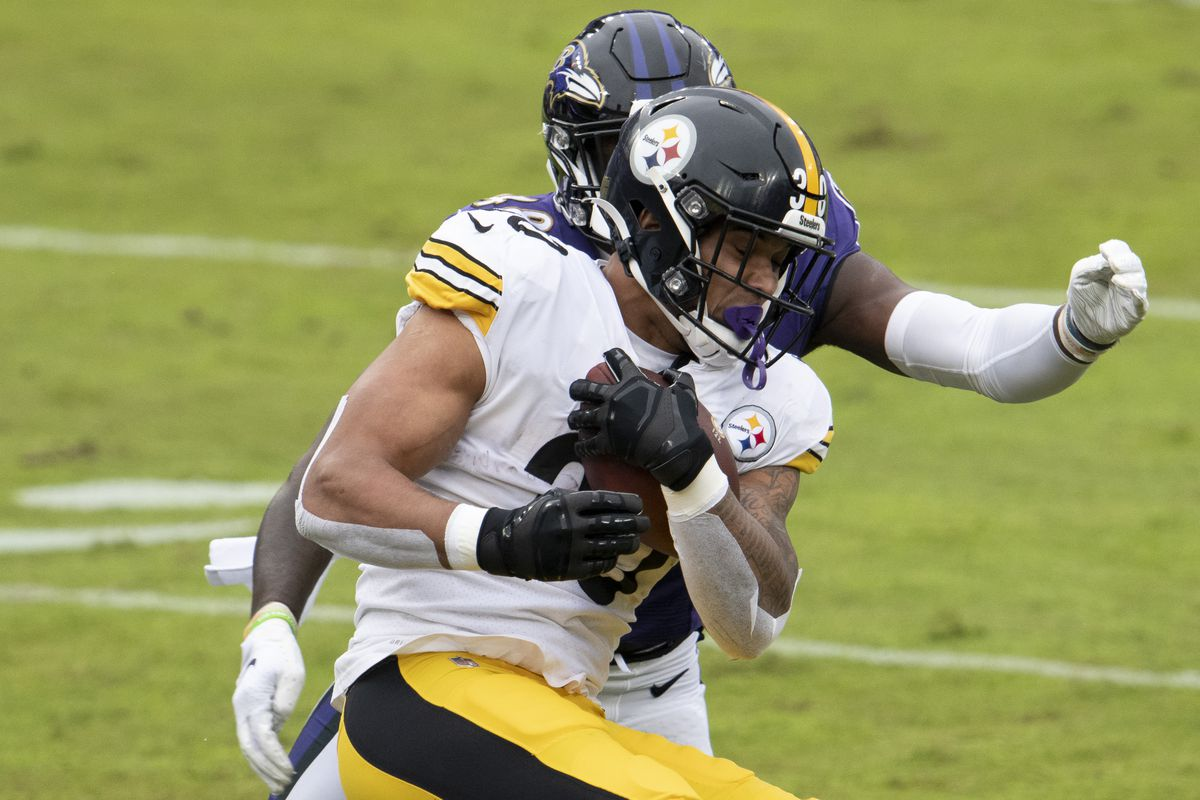 Pittsburgh Steelers running back James Conner (30) rushes as \Baltimore Ravens inside linebacker Patrick Queen (48) defends during the first quarter at M&T Bank Stadium.