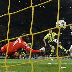 Dortmund's Robert Lewandowski of Poland, center, scores against Amsterdam's goalkeeper Kenneth Vermeer during the Champions League Group D soccer match between Borussia Dortmund and Ajax Amsterdam Tuesday, Sept. 18, 2012 in Dortmund, Germany.