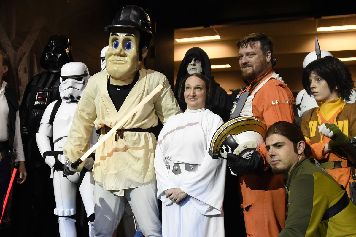 Stop checking out Leia, Purdue Pete.