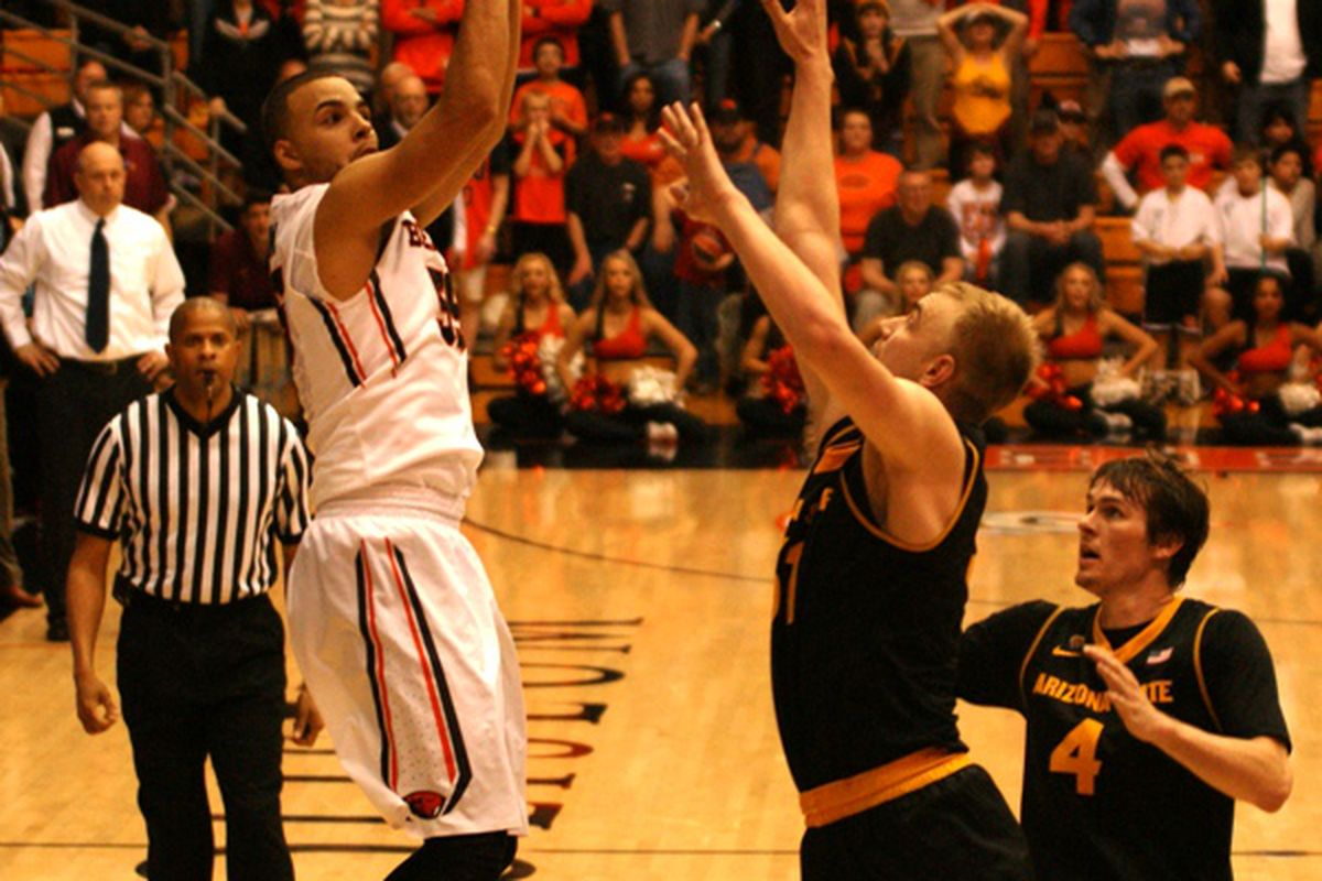 Roberto Nelson, the Pac-12's leading scorer, will lead Oregon St. into the Conference Tournament tonight against Oregon.