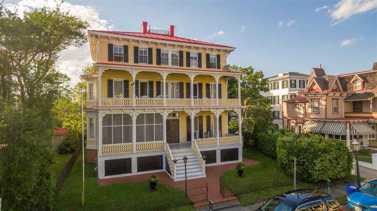 Incredible 5 Historic Victorian Homes For Sale In Cape May Curbed Philly Home Interior And Landscaping Mentranervesignezvosmurscom