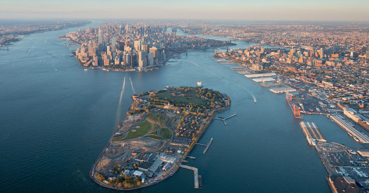An aerial gondola connecting Manhattan to Governors Island may be in the works