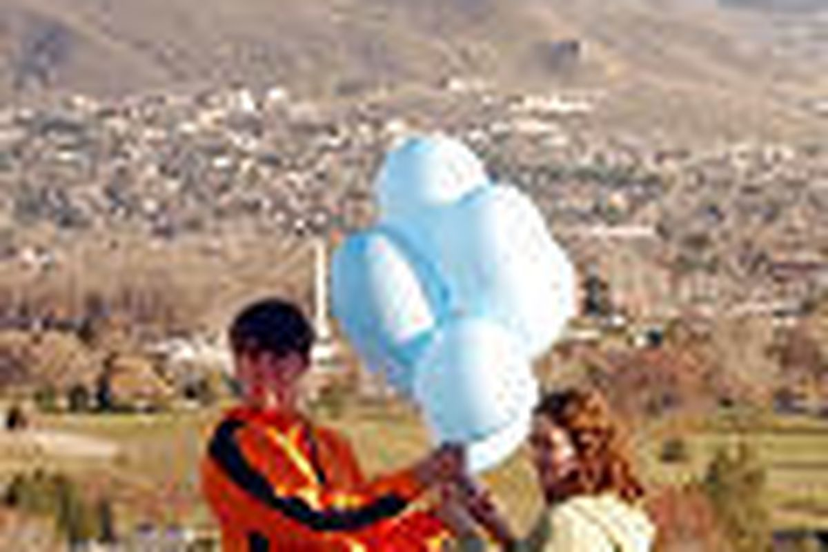 Ryan and Camille Parker hang balloons in Federal Heights to celebrate return of Elizabeth Smart.