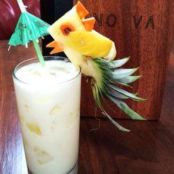 "No Va will serve their first ten pina coladas tonight with a pineapple bird [Photo: <a href=""https://twitter.com/Novaonrainey/status/481882646725672960/photo/1"">No Va/Twitter</a>]"