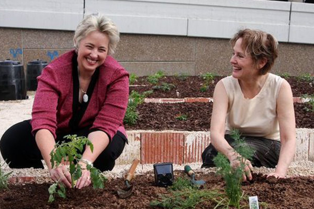 Houston mayor Annise Parker (left), Alice Waters (right).