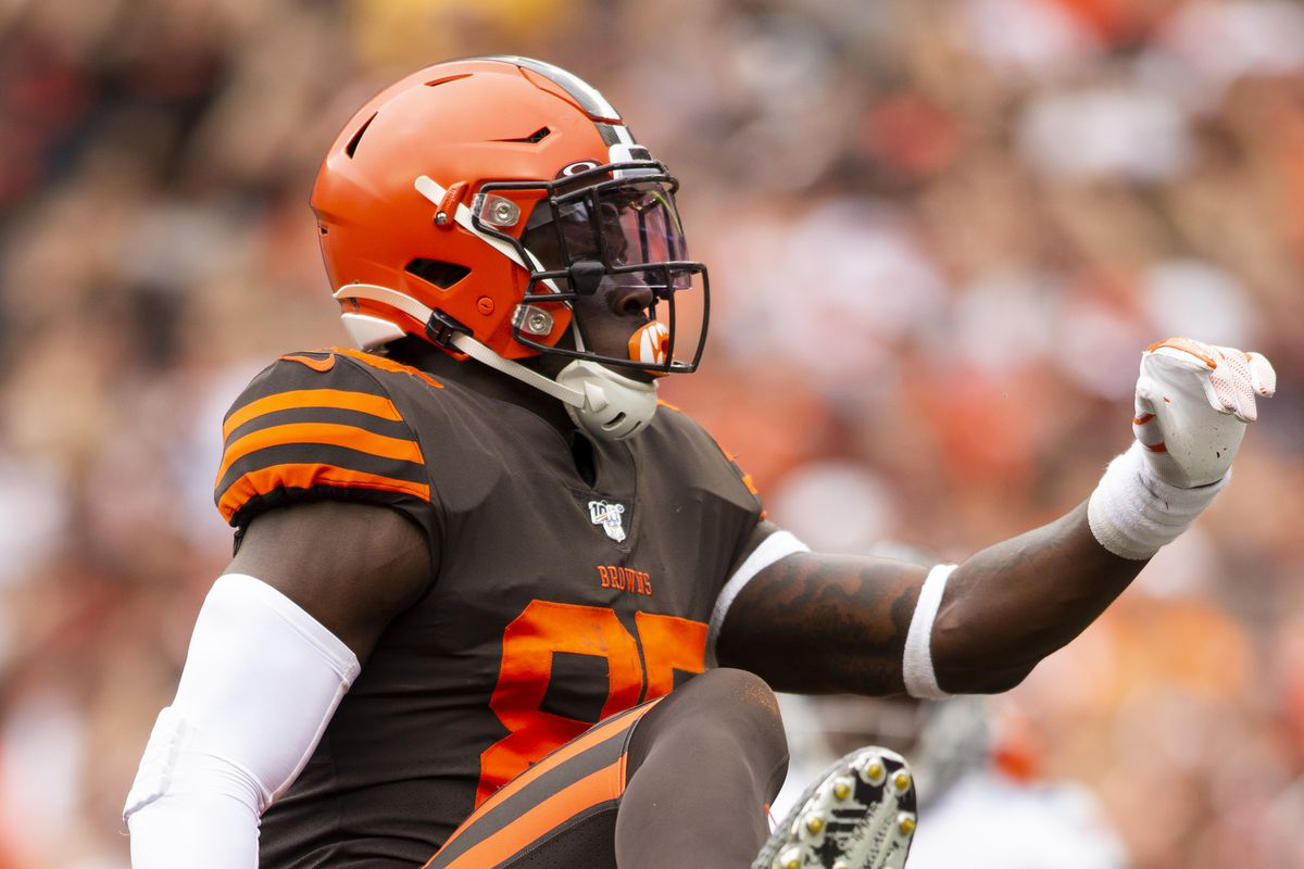 Cleveland Browns tight end David Njoku celebrates his touchdown against the Tennessee Titans during the third quarter at FirstEnergy Stadium.
