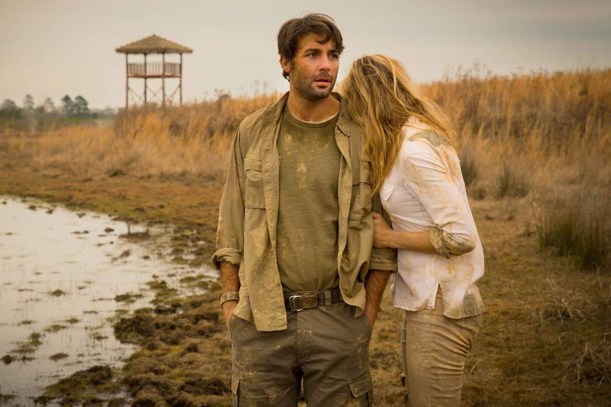 James Wolk and Kristen Connolly on Zoo