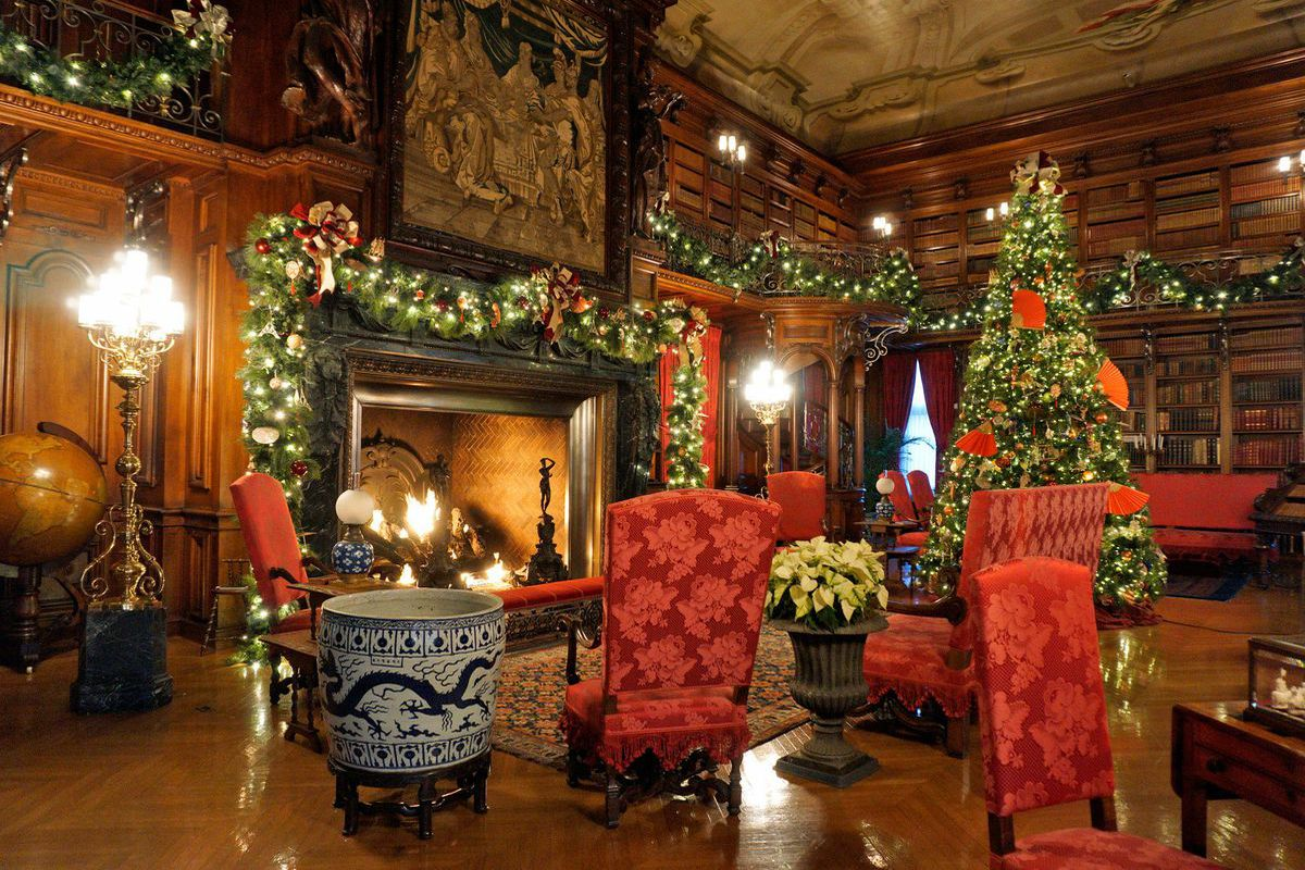 a photograph of biltmores library courtesy of the biltmore company - Mansion Christmas Decorations
