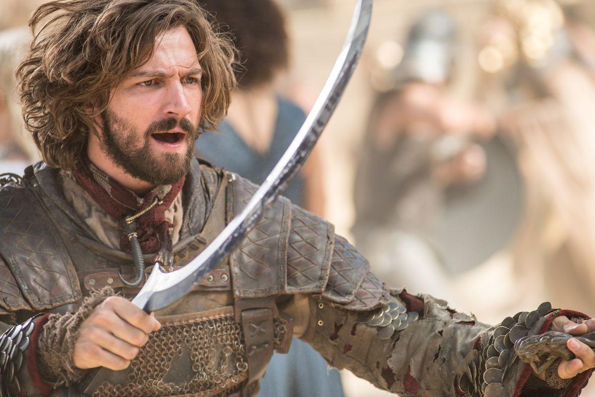 Game of Thrones 509 - Daario Naharis preparing for battle