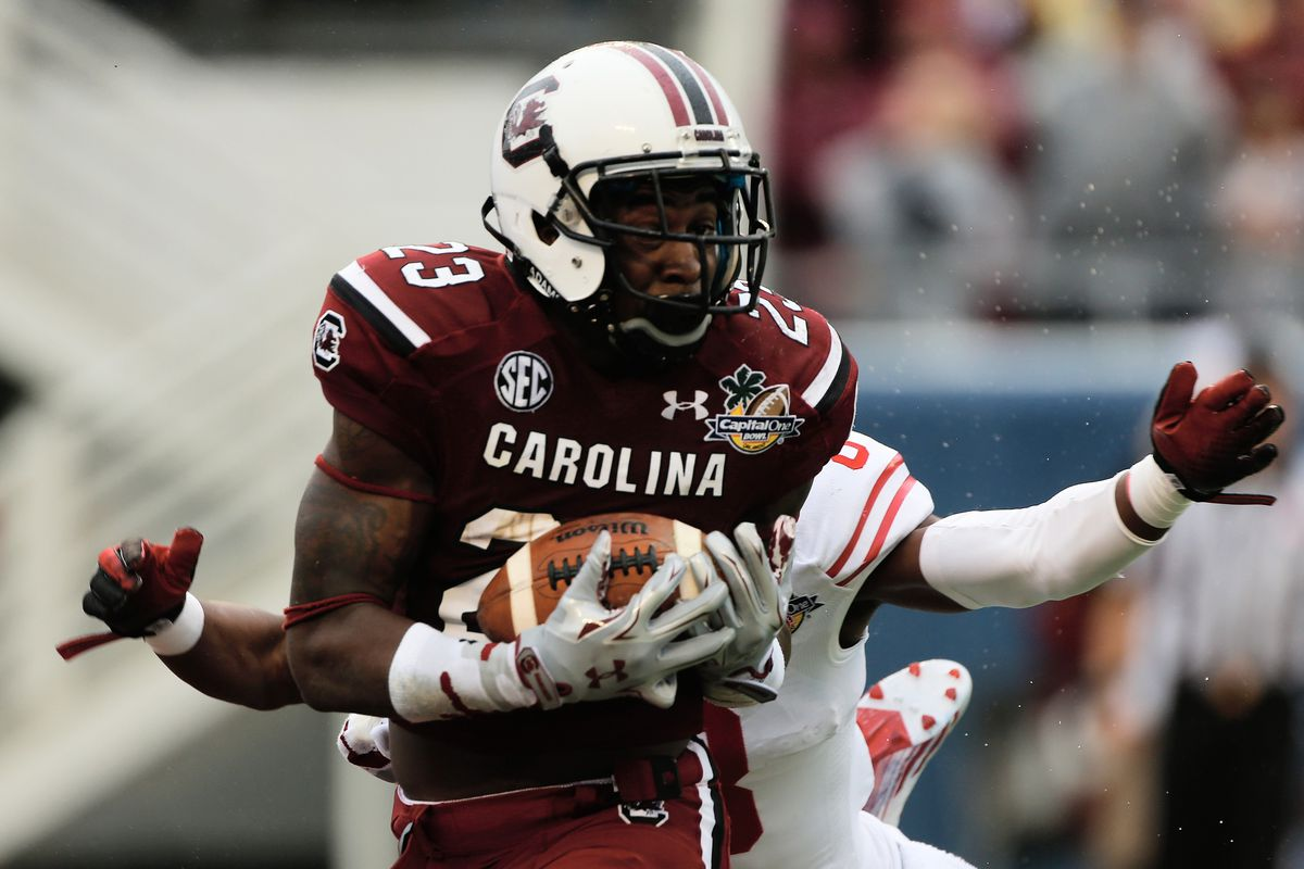 Ellington reels in a touchdown catch in his final game at Carolina.