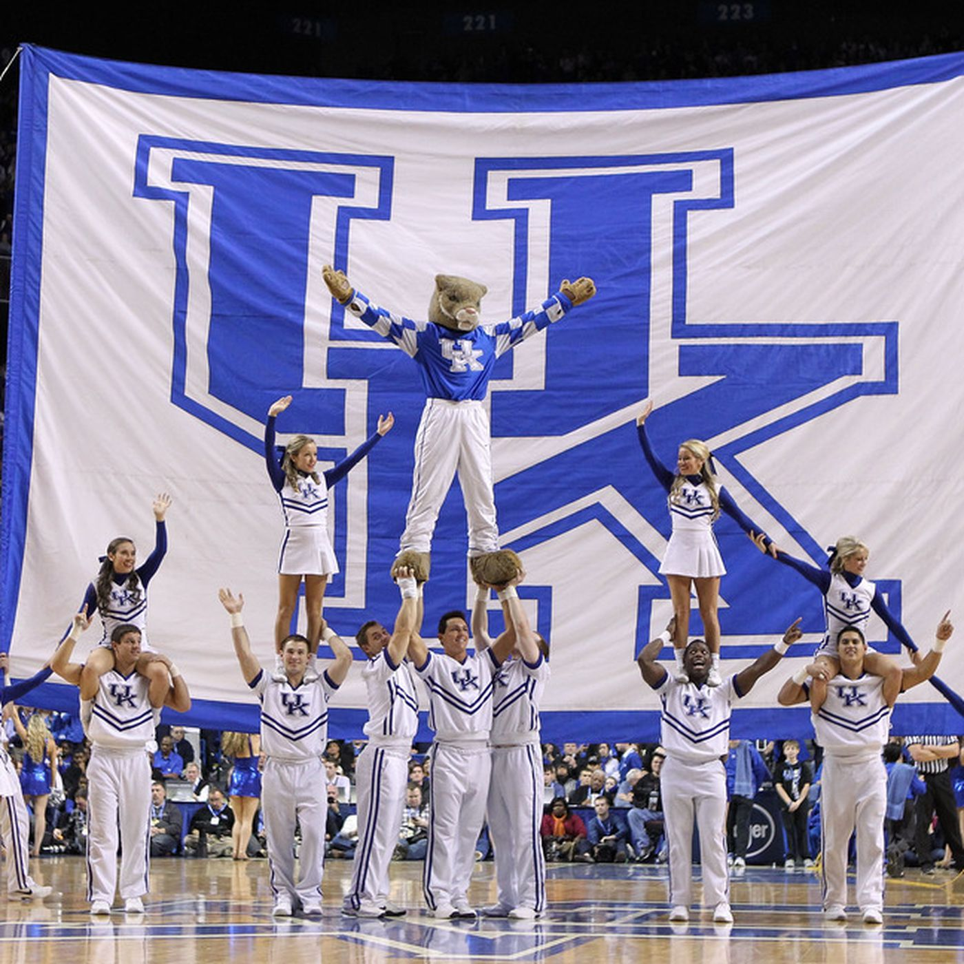 88d4a790ad2 Kentucky Wildcat Basketball  The Unforgettables 20-years ago today ...