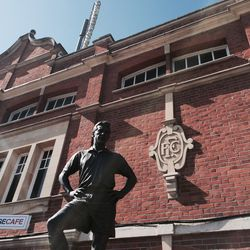 Johnny Haynes Statue