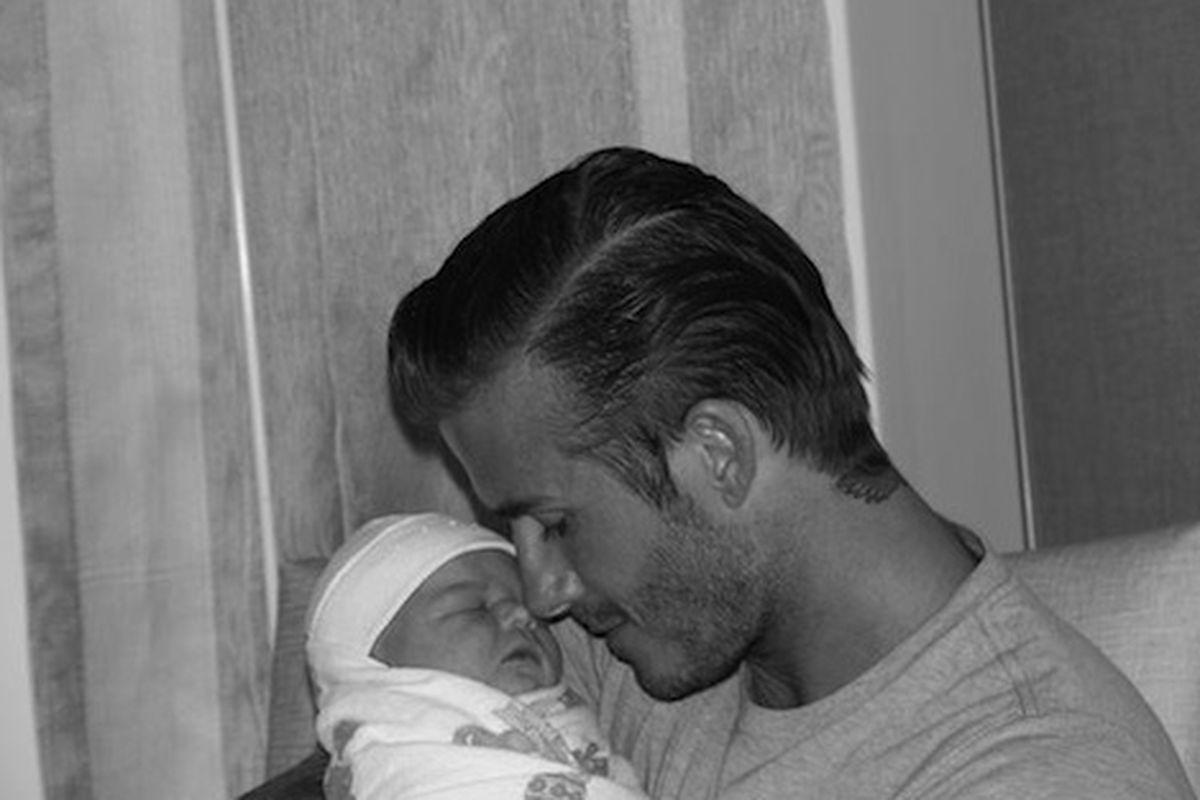 "David Beckham holds new daughter Harper Seven, via <a href=""http://yfrog.com/klghuxj"">@victoriabeckham</a>"