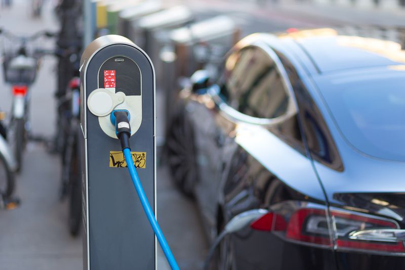 electric-car-charging Trump's plan to revoke California's car pollution waiver makes a mockery of conservative principles