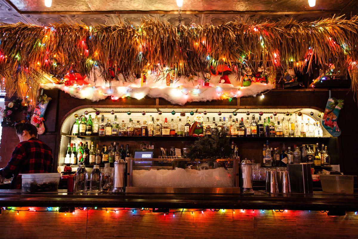sippin santas set up at new york bar boilermaker sippin santa official