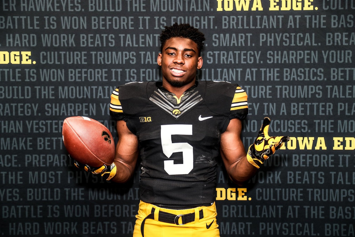 Iowa Football Recruiting Hawkeyes Land Commitment From 3 Star