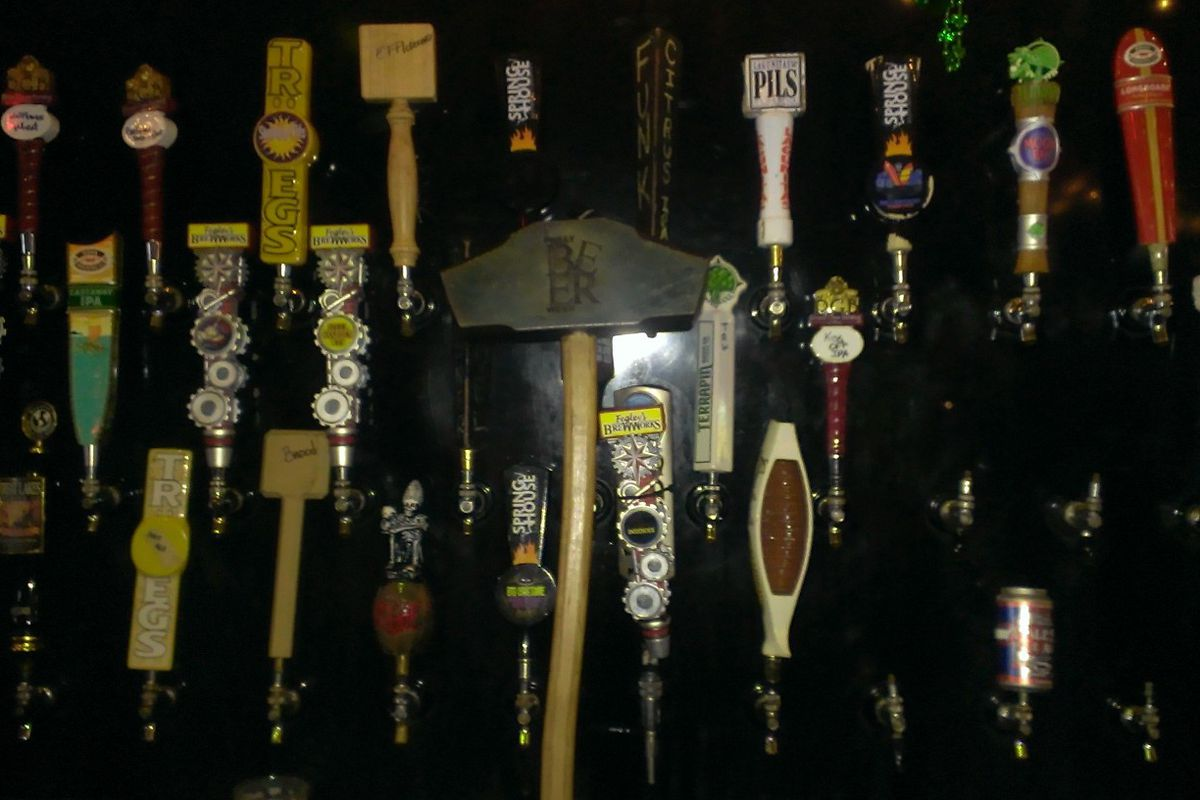 The HOG among the taps at the Irish Pol.