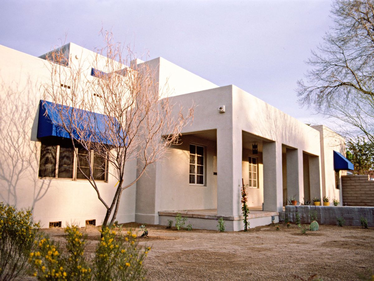 Season 8 - Phoenix house exterior