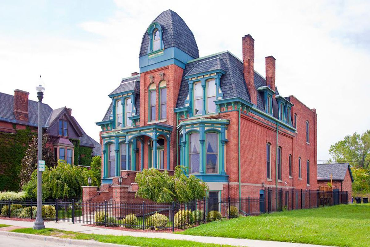 Brush Park Condo In Historic Mansion Seeks 420k Curbed