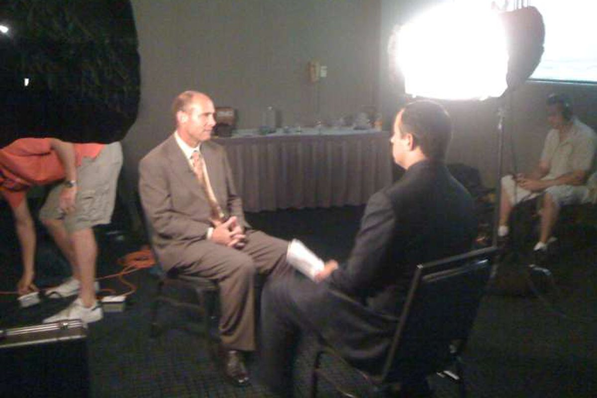 """Mike Riley talks to ESPN reporters at Pac-10 Media Day.  (via <a href=""""http://img207.yfrog.com/img207/2156/bvc.jpg"""">the Pac-10</a>)"""