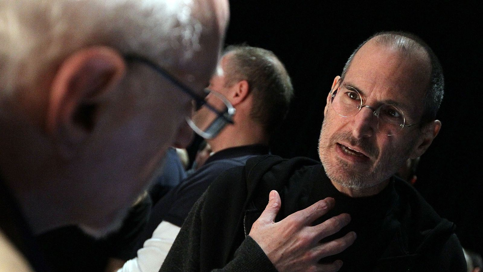 Watch Walt Mossberg Review The Very First Iphone 10 Years