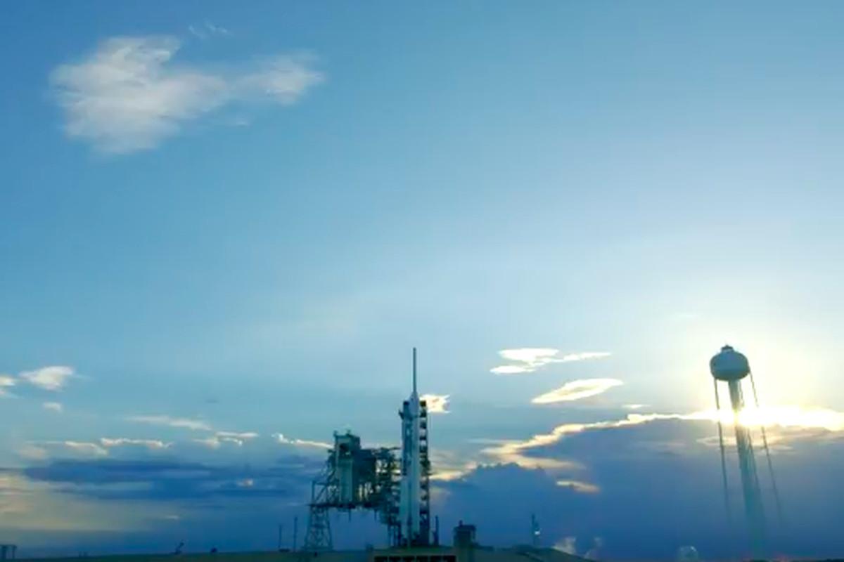 Screenshot of SpaceX Falcon 9 rocket