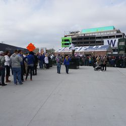 The line for the ticket windows, around 3:00 p.m. The windows were closed. Fans hoping that more tickets will be released