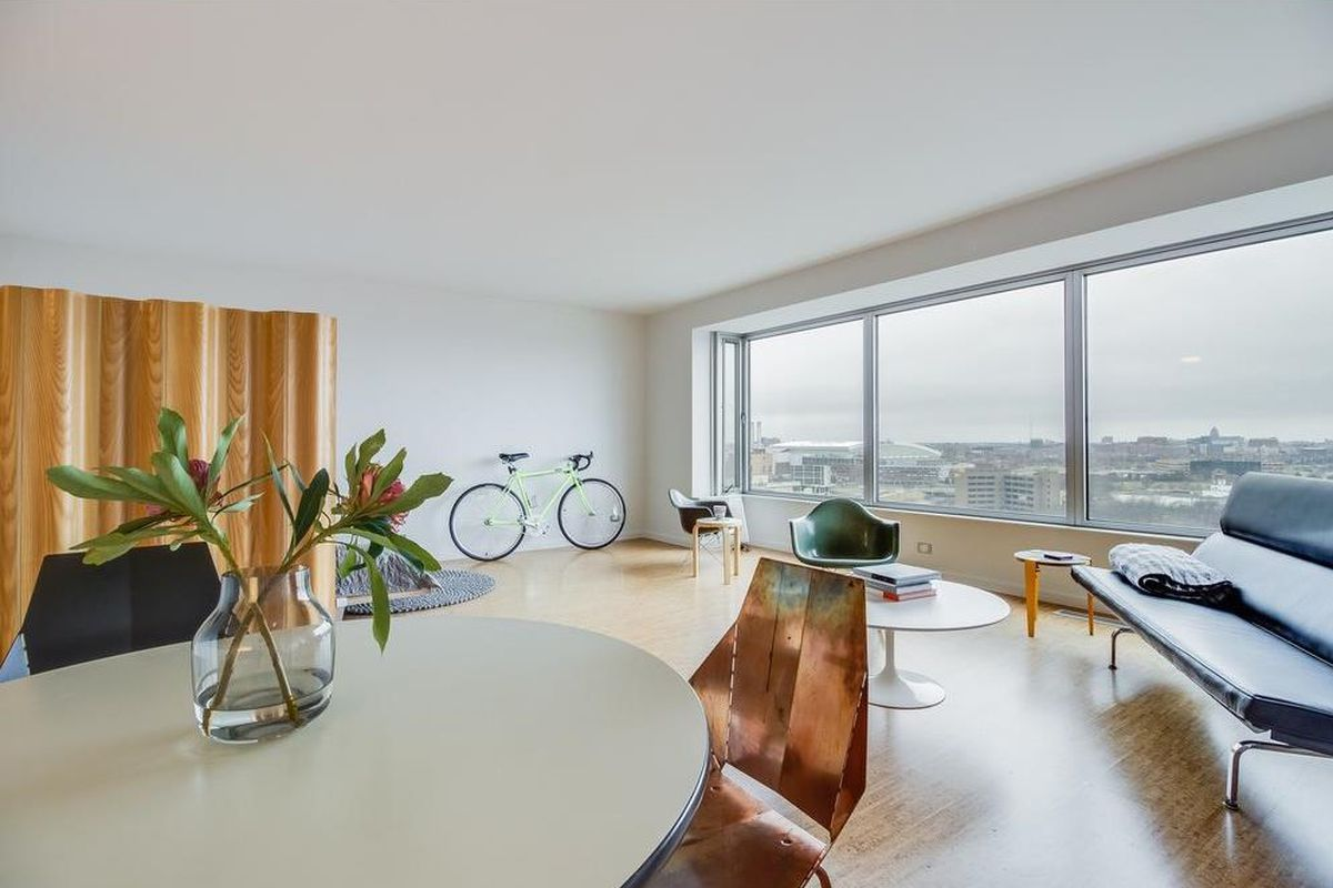 For 99k A Stylish Studio With Views In Lafayette Park