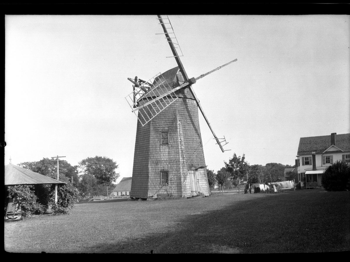 Amagansett / Wainscott, Long Island: windmill near a house on Windmill Lane, New York, New York, late 19th or early 20th century. (Photo by Eugene L. Armbruster/The New York Historical Socity/Getty Images)