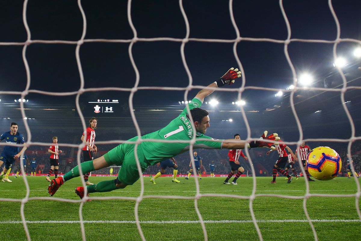 Southampton FC lost 2-1 at home to West Ham with Felipe Anderson netting two goals