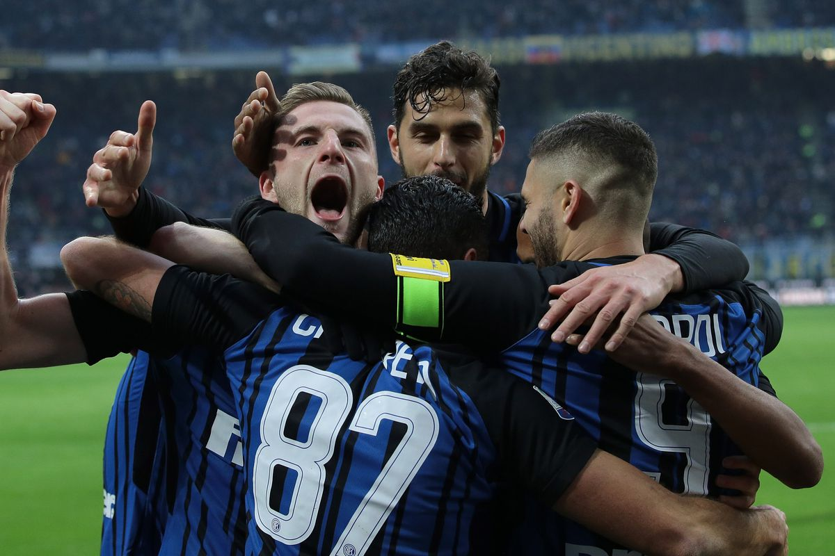 MILAN, ITALY - DECEMBER 03:  Milan Skriniar of FC Internazionale Milano (L) celebrates his goal with his team-mates during the Serie A match between FC Internazionale and AC Chievo Verona at Stadio Giuseppe Meazza on December 3, 2017 in Milan, Italy.  (Photo by Emilio Andreoli/Getty Images)