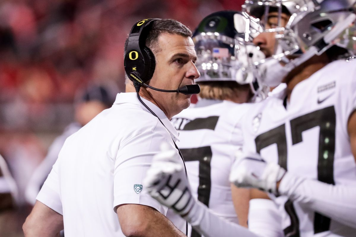Oregon Ducks head coach Mario Cristobal huddles with players during the game against the Utah Utes at Rice-Eccles Stadium in Salt Lake City on Saturday, Nov. 10, 2018.