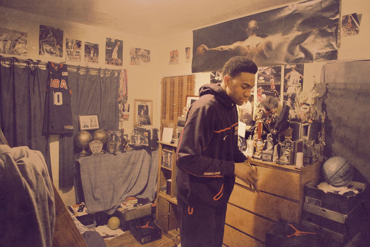 Jabari Parker in his bedroom in 2012 (AP Images/Ringer illustration)