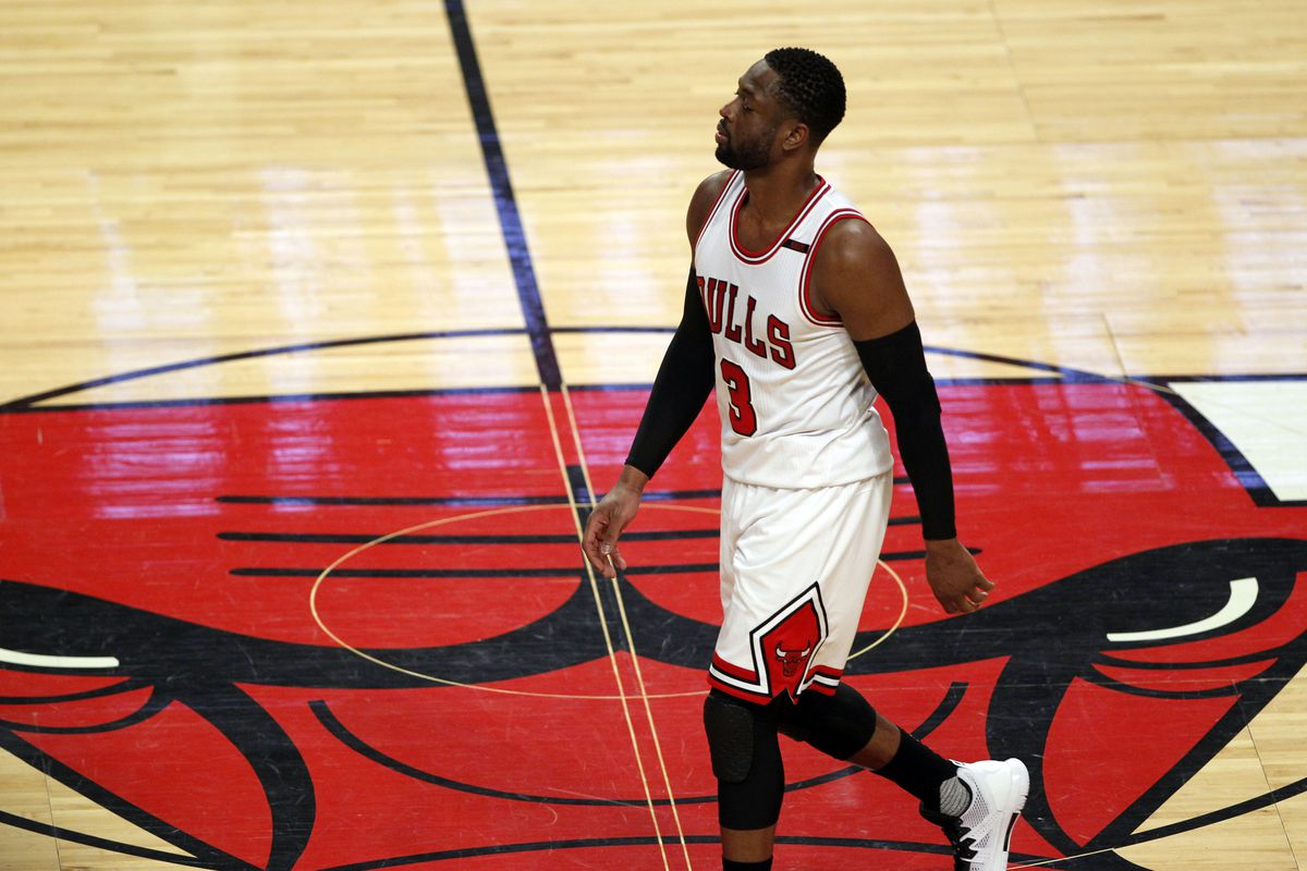 Bulls 'willing to work with' Dwyane Wade on buyout, says John Paxson