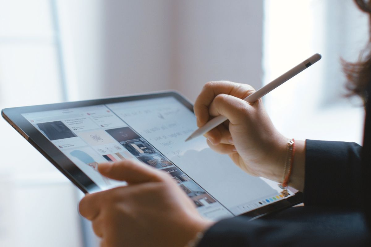 Microsoft just made office apps far more powerful for the ipad pro microsoft promised many of its newest and most powerful stylus based features in windows 10 office apps like powerpoint and onenote would make their way to malvernweather Choice Image