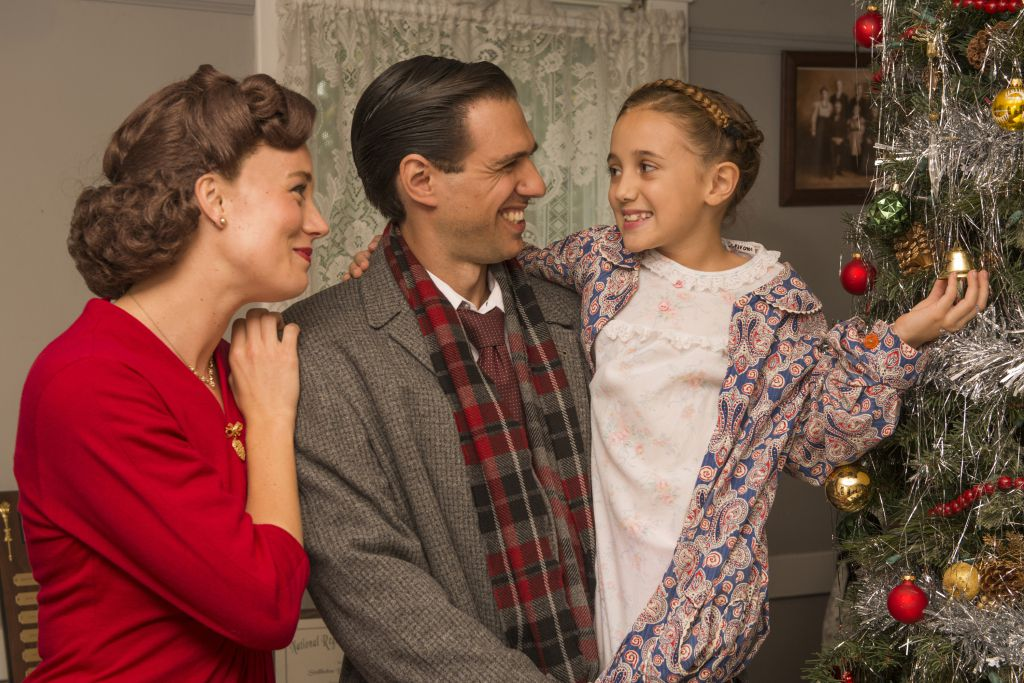 """Allison Sill (Mary), David Sajewich (George) and Liliana Rena (Zuzu) will appear in """"It's A Wonderful Life: The Musical at Theatre at the Center."""" 