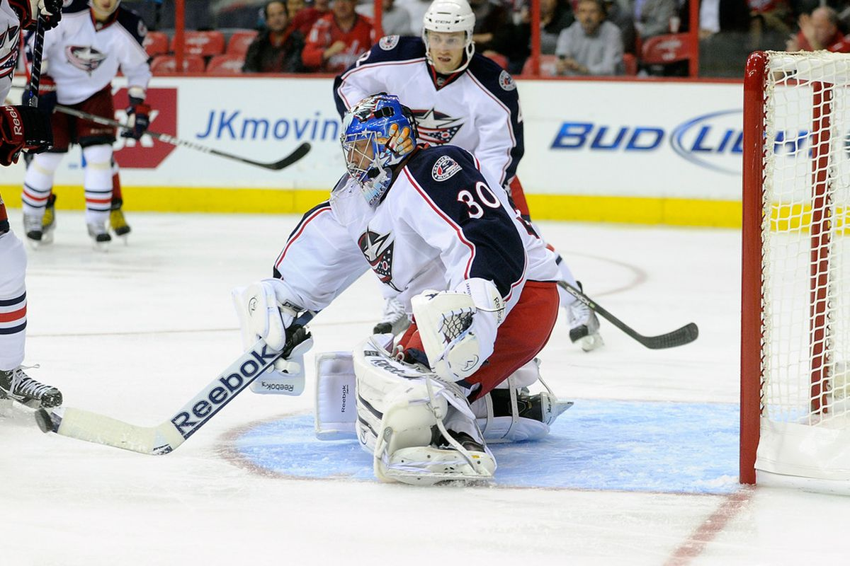 WASHINGTON, DC - SEPTEMBER 26:  Curtis Sanford #30 of the Columbus Blue Jackets makes a save against the Washington Capitals at the Verizon Center on September 26, 2011 in Washington, DC.  (Photo by Greg Fiume/Getty Images)
