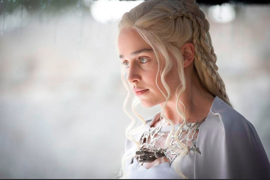 Game of Thrones 507 - Daenerys in white dress