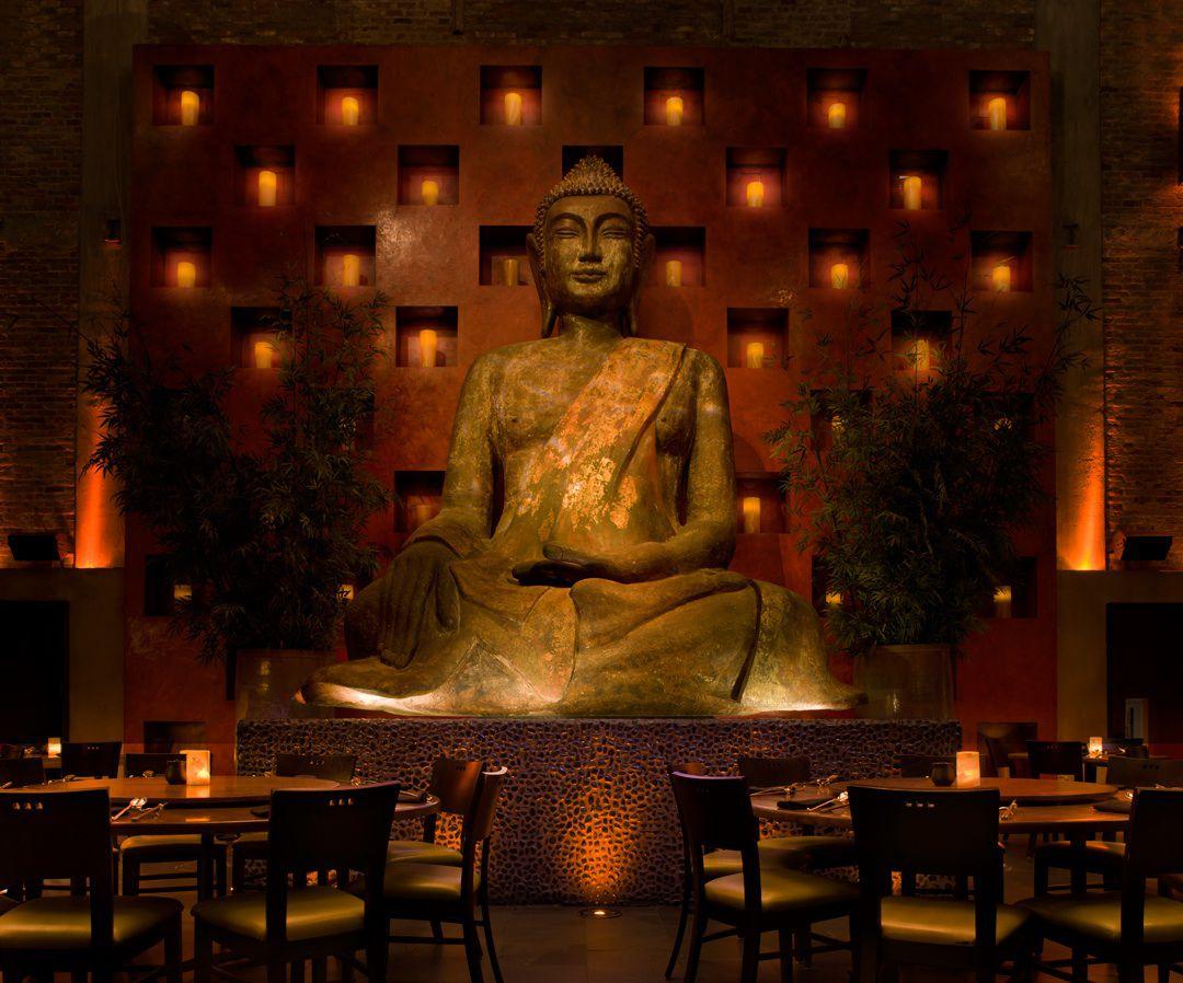 A statue of a Buddha